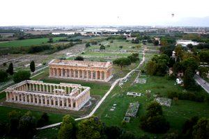 Visione_aerea_da_mongolfiera_dei_templi_di_Era_e_Poseidone-300x200